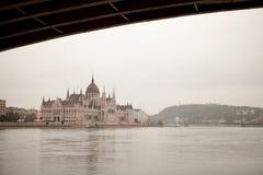 Здание парламента Будапешта на Дунае Стоковые Фотографии RF
