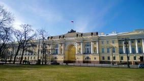 Здание сената и синод в центре Санкт-Петербурга на сенате придают квадратную форму стоковое фото