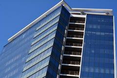 Здание современных голубых окон офиса коммерчески, небоскреб Стоковое Изображение