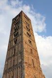 Здание старой колокольни аббатства Pomposa историческое Стоковые Фотографии RF