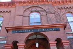 Здание суда красного кирпича, снизу, городское Keene, Нью-Гэмпшир Стоковые Изображения