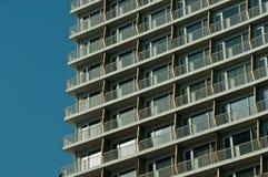 Здание с голубым небом стоковое изображение rf