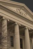 Здание с коринфскими штендерами Стоковая Фотография