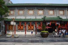 Здание традиционного китайския с фонариками Стоковая Фотография