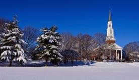 Здание церкви на снежном утре стоковое фото rf