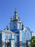 Здание церкви против голубого неба, people& x27; вероисповедание s Стоковые Фото