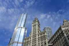 Здание Чикаго Wrigley и башня козыря Стоковая Фотография