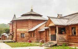 Здание refectory на ключе Gremyachiy падений Стоковая Фотография RF
