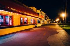 Здания вдоль променада Oceanfront на ноче Стоковое Изображение