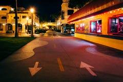Здания вдоль променада Oceanfront на ноче Стоковые Фото