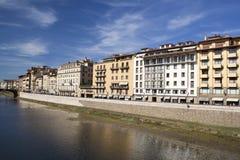 Здания вдоль River Arno в Флоренсе, Италии Стоковое Изображение