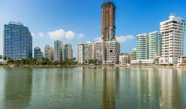 Здания гостиницы и кондоминиума в El Laguito в Cartagena, Colo Стоковые Фотографии RF