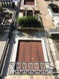 Здания и архитектурноакустические детали в Венеции Стоковое Фото