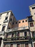 Здания и архитектурноакустические детали в Венеции Стоковые Изображения RF