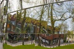 Здания и зеркала Стоковые Фотографии RF