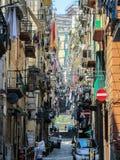 Здания и узкие улицы старого городка в Неаполь, Италии Стоковая Фотография