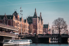 Здания и улицы в Амстердаме, Нидерландах стоковые изображения rf