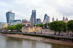Здания Лондона ориентир ориентира включая башню Лондона & Gh Стоковые Изображения RF
