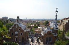 2 здания на входе флигеля ¼ парка GÃ в Барселоне, Испании Стоковое Изображение