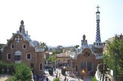 2 здания на входе флигеля ¼ парка GÃ в Барселоне, Испании Стоковое Изображение RF