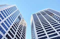 2 здания на предпосылке голубого неба Стоковое Изображение RF