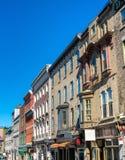 Здания на улице Джина Святого в Квебеке (город), Канаде Стоковые Фото