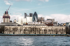 Здания, около моста башни Лондона, Англия стоковое фото rf