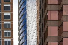 2 здания очень близко друг к другу Стоковые Фото