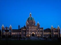 Здания парламента Британской Колумбии на сумраке Стоковые Изображения RF