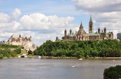 Здания парламента и замок Laurier Fairmont стоковая фотография rf
