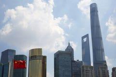 Здания финансов и флаг Китая Стоковая Фотография