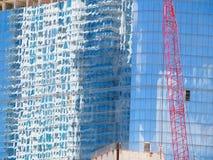Здания Distrorted и расплывчатых изображений смежные и красное construc Стоковые Изображения