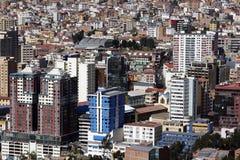Здания Highrise преобладают эффектный горизонт Paz Ла в Боливии Стоковые Изображения