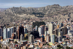 Здания Highrise преобладают эффектный горизонт Paz Ла в Боливии Стоковые Изображения RF