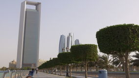Здания 4k ОАЭ залива света дня Абу-Даби известные акции видеоматериалы