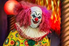 Злий пугающий усмехаться клоуна стоковое фото