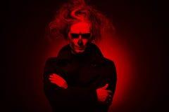 Злий человек на черной предпосылке Стоковое Изображение RF