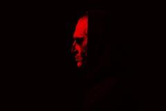 Злий человек на черной предпосылке Стоковые Фотографии RF