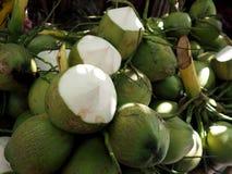 Злободневные кокосы в магазине Стоковое Изображение