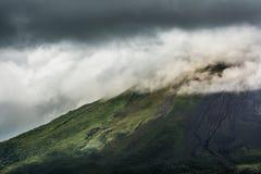 Зловещий вулкан стоковое фото rf