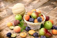 Здоровая вегетарианская еда, здоровая еда - свежие органические плодоовощи Стоковые Фото