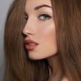 Здоровая девушка волос с составом Стоковые Изображения