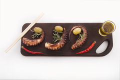 Здоровая деталь продукта моря - осьминог, оливки и перец Стоковое Фото