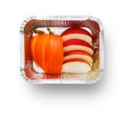 Здоровая еда в коробке фольги, концепции диеты Закуска яблок Стоковые Фото