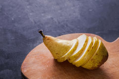 Здоровая еда, предпосылка плодоовощ, отрезала грушу Стоковая Фотография RF