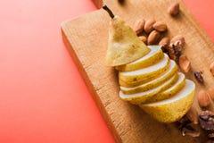 Здоровая еда, предпосылка плодоовощ, отрезала грушу Стоковые Фотографии RF