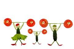 Здоровая еда. Смешные маленькие люди кусков огурца Стоковая Фотография