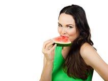 Здоровая женщина есть арбуз стоковое изображение rf