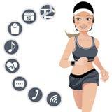 Здоровая женщина спорта с умным прибором вахты Стоковые Изображения