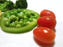 здоровая изолированная еда, паприка еды болгарского перца Pisum Sativum гороха сада брокколи томатов виноградины Стоковые Изображения RF